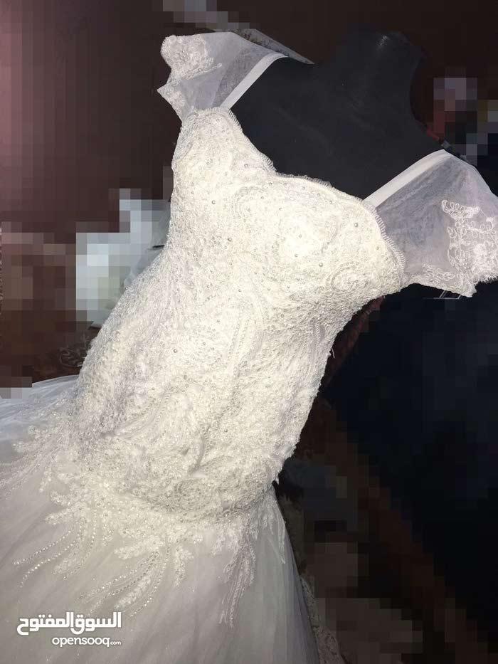 فساتين اعراس للايجار