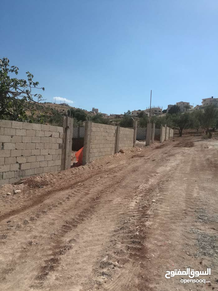قطعة أرض في رجم الشوك بالقرب من قصر حكيم 1 كم عن شفابدران