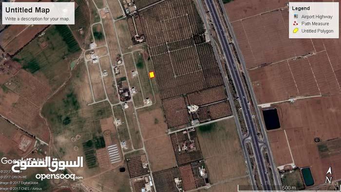 ارض للبيع طريق المطار مقابل جامعة الاسراء منطقة فلل جميع الخدمات بسعر 85الف بداعي السفر