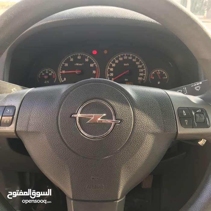 السيارة بحالة جيدةجدا  واستخدامها نادرا والسعر 8500 دينار ,مرخصة لغاية شهر 9/2019