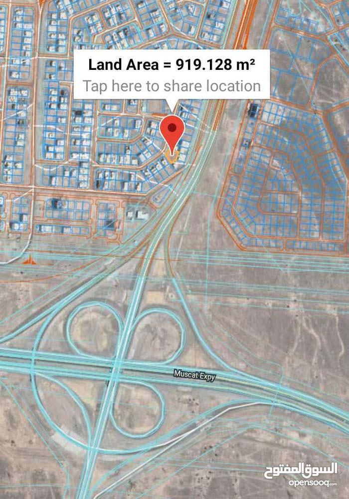 أرض سكنية للبيع / المعبيلة 8