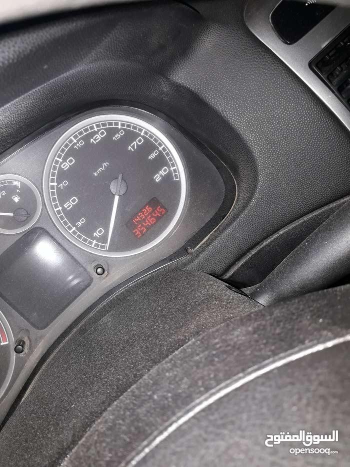 2004 بيجو 307 بحالة جيدة