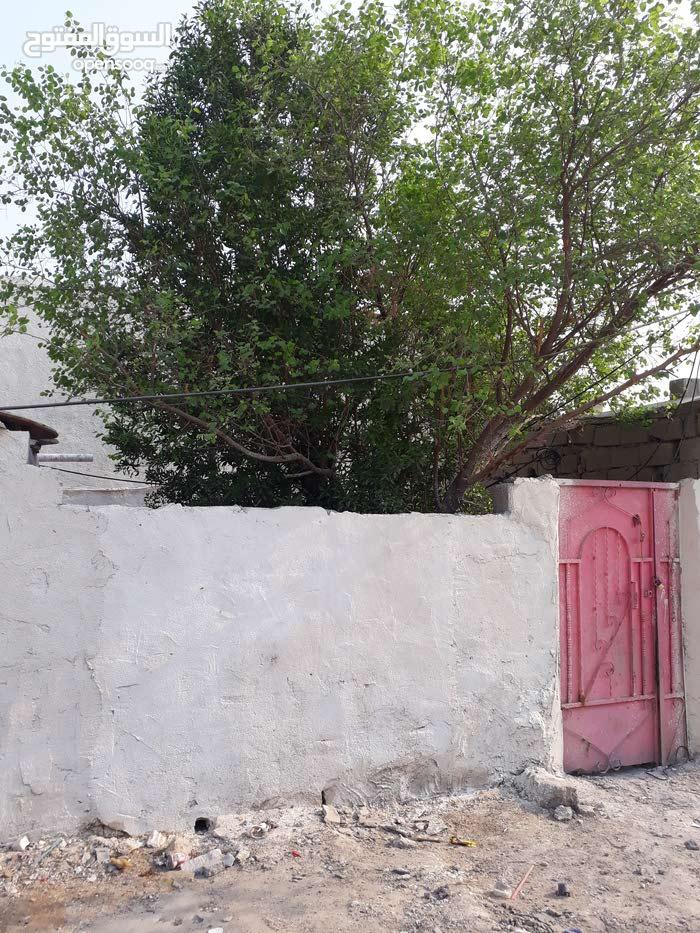 بيت تجاوز للبيع يتكون من غرفه وصاله وديوانيه ومطبخ السقف عكاده وستاره وبيتونه ال