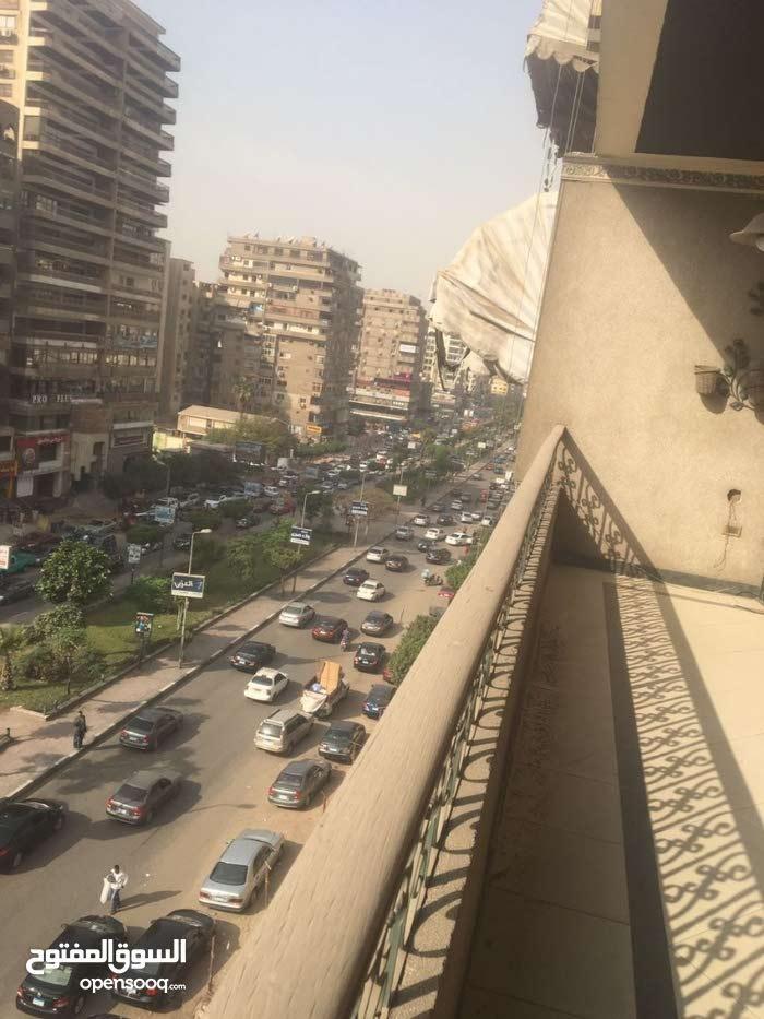 شقة 270م بمدينة نصر، شارع عباس العقاد الرئيسي، سوبر لوكس