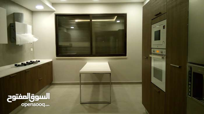 Unfurnished apartment for rent in Abdoun 5 stars