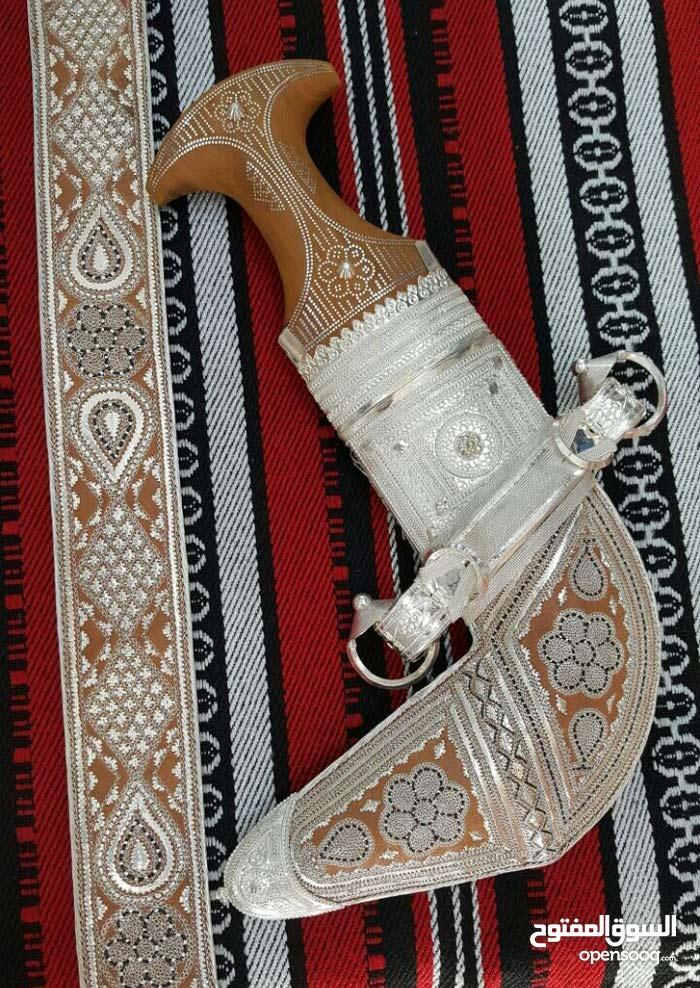 خنجر عمانية  نوع الصياغة تكاسير مقاس 6 القرن  صندل خشب رقم2 الحزام/خياطة فضة