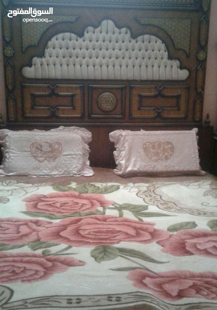 غرفه نوم انتيكه مصريه تحتوي على كنتور ملابس اطفال زائدة للغرفه الغرفه نظيفه