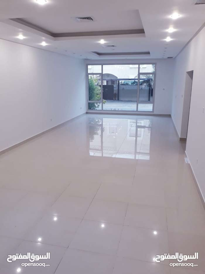 Villa for rent with 4 Bedrooms - Hawally city Zahra