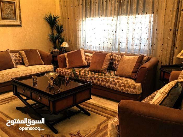 شقة ارضية مفروشة للبيع في اجمل مناطق شفا بدران , المساحة الخارجية 150م - مساحة البناء 220م