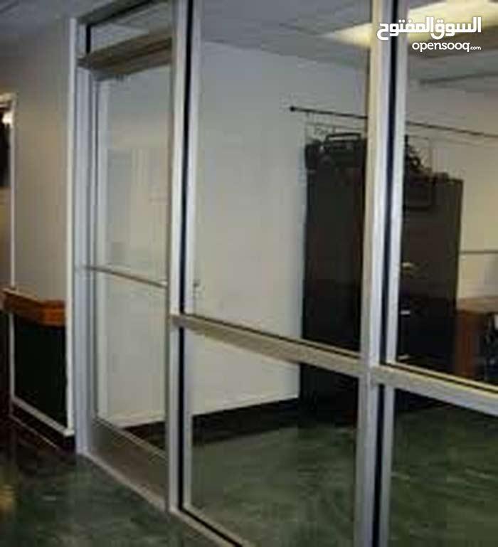 مكتب أرضي مؤثث للبيع