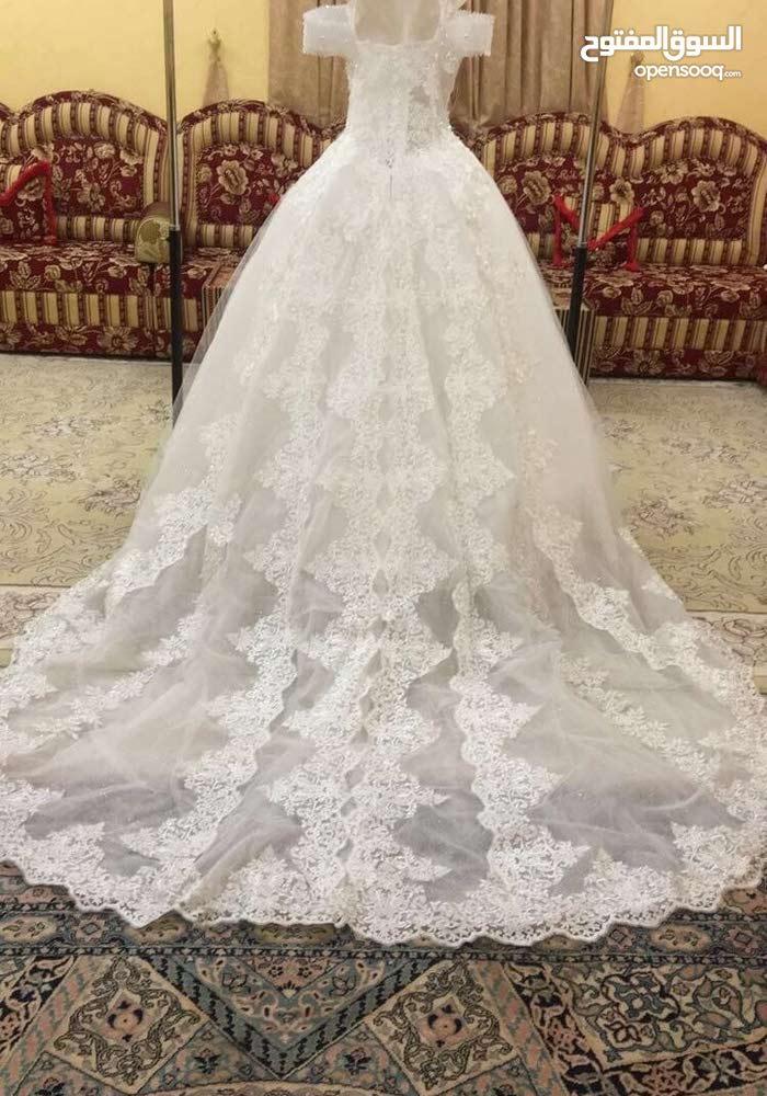 فستان زفاف للاجار. عندي ايضا فساتين اخر ب70 مع كامل ادواتهن