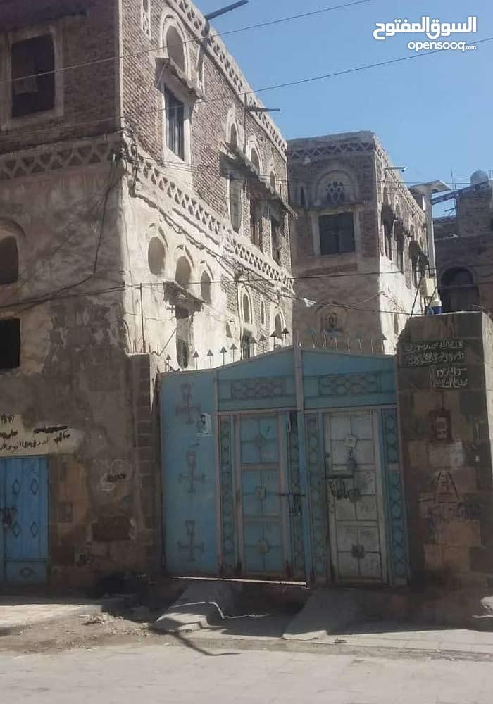 عررطه ثلاثه بيوت حر داخل حوش صنعاء القديمة ب100000000