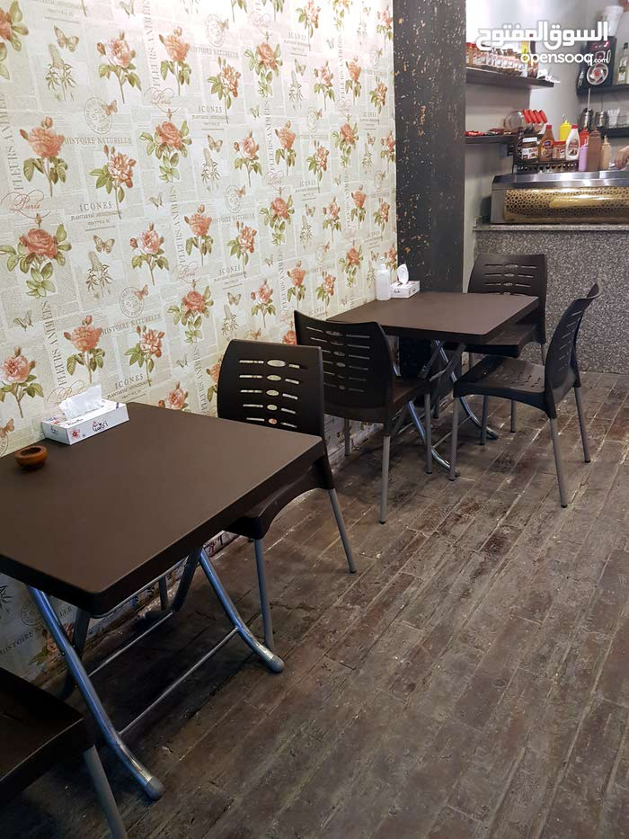 مطعم كريب و وافل ومشروبات باردة وساخنة للبيع في شارع الجامعة