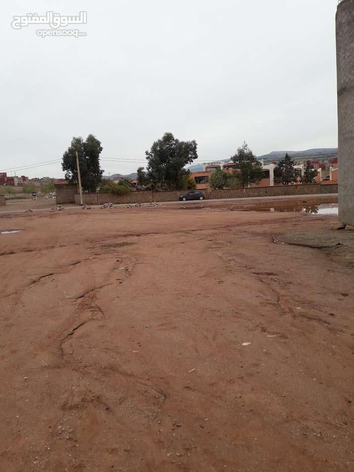 بقع أرضية قرب السوق الأسبوعي (الخميس) أزيلال