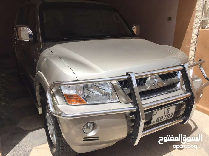 Automatic Gold Mitsubishi 2004 for sale