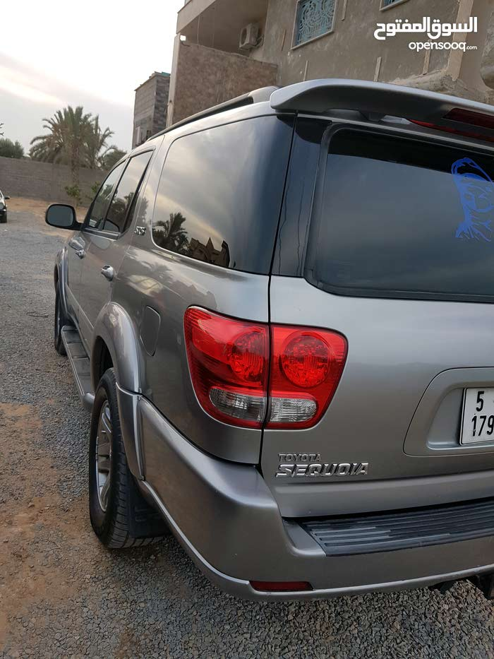Used condition Toyota Sequoia 2006 with +200,000 km mileage