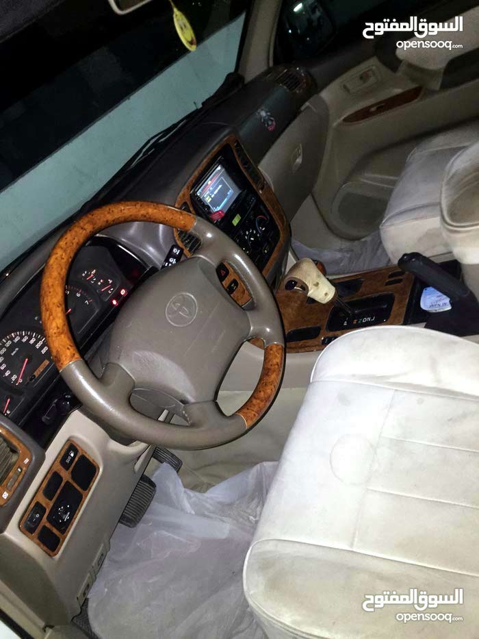 For sale 2001 White Land Cruiser