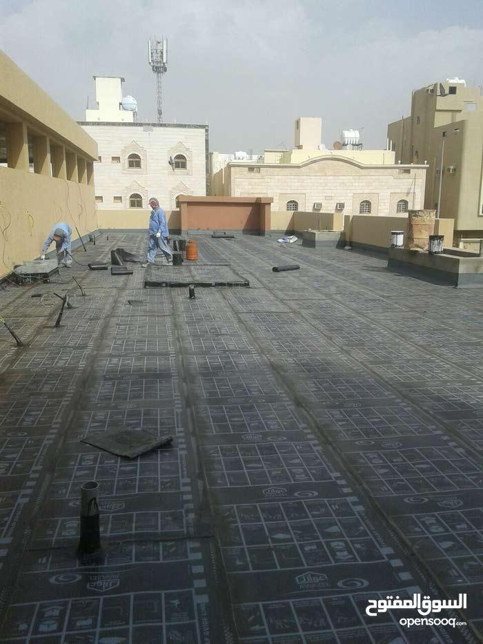 أعمال العزل للاسطح ودورات المياه ومعالجة تهريب الخزانات