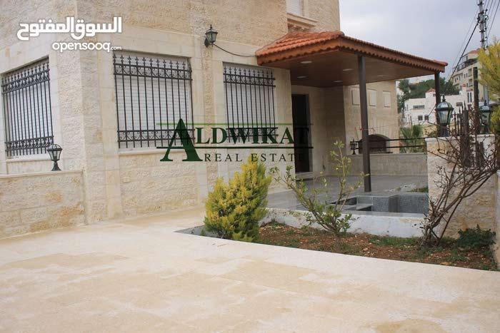 شقة ارضية طابقية للبيع في خلدا بمساحة 260م مع ترسات وحديقة 70م