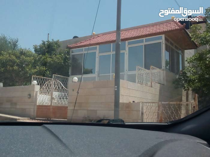 0 - 11 months Villas Homes for sale in Amman consists of: More Rooms and More than 4 Bathrooms