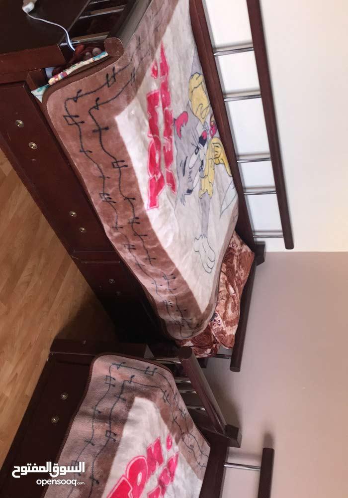 سريرين  مستعملين بحالة جيدة جدا و  مع فرشاتهم بسعر 300 دينار