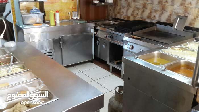 عدة مطعم للبيع سناك و برغر و طبيخ عربي