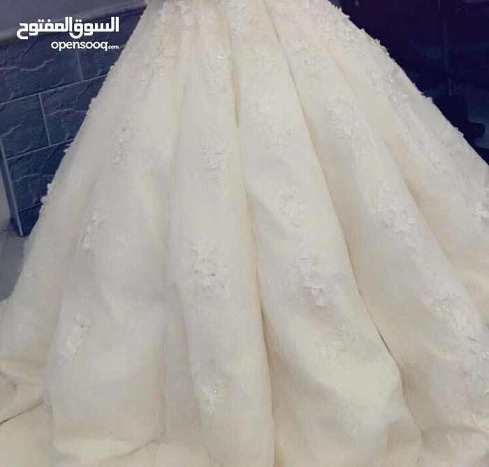 فستان زفاف ابيض فخم