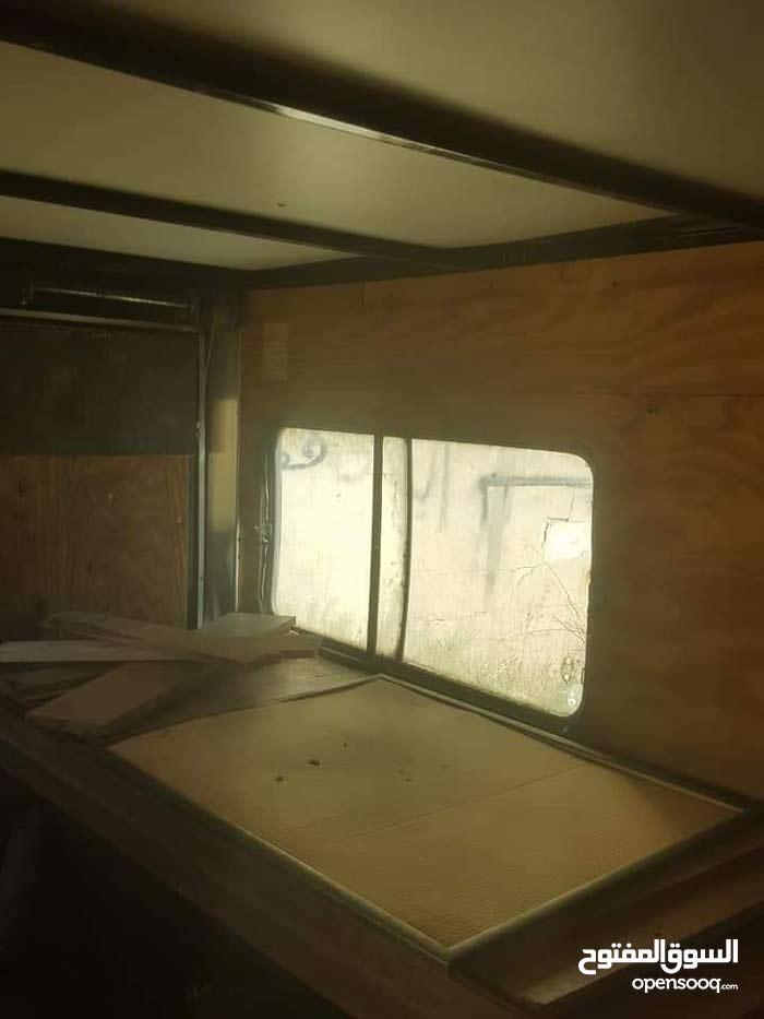 غرفة ناقلة مع قطارة مجهزة كاملة  تصلح محل متنقل وتصلح للمنامة  سعره 4000 دولار
