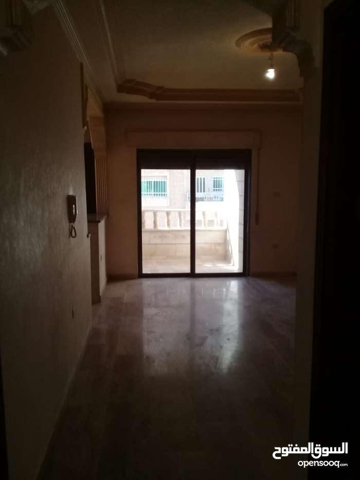 شقة فارغة للايجار خلدا قرب البنك العربي 375دينار 200متر