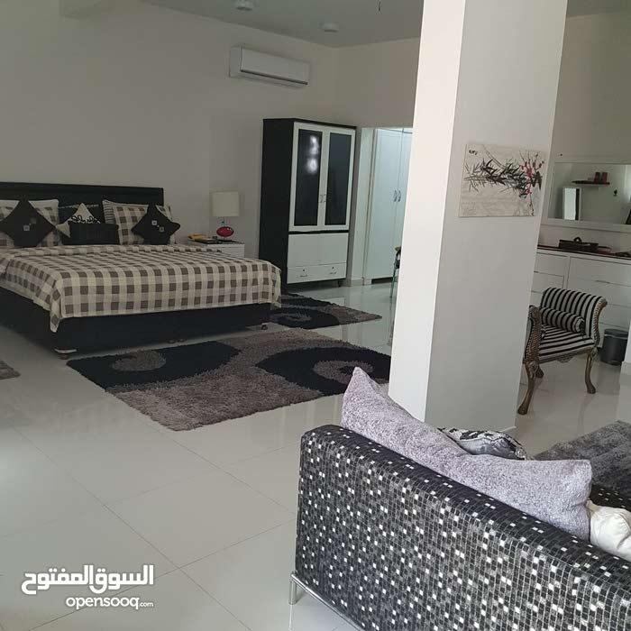 منزل دور أرضي/ الموالح الجنوبية قريب من جامع أبي بلال ومدرسة الشيخ ناصر الخروصي