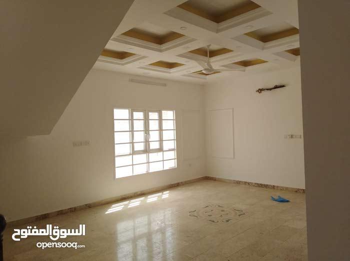 فيلا راااااقيه في بوشر العوابي/بالخدمات فرصه/