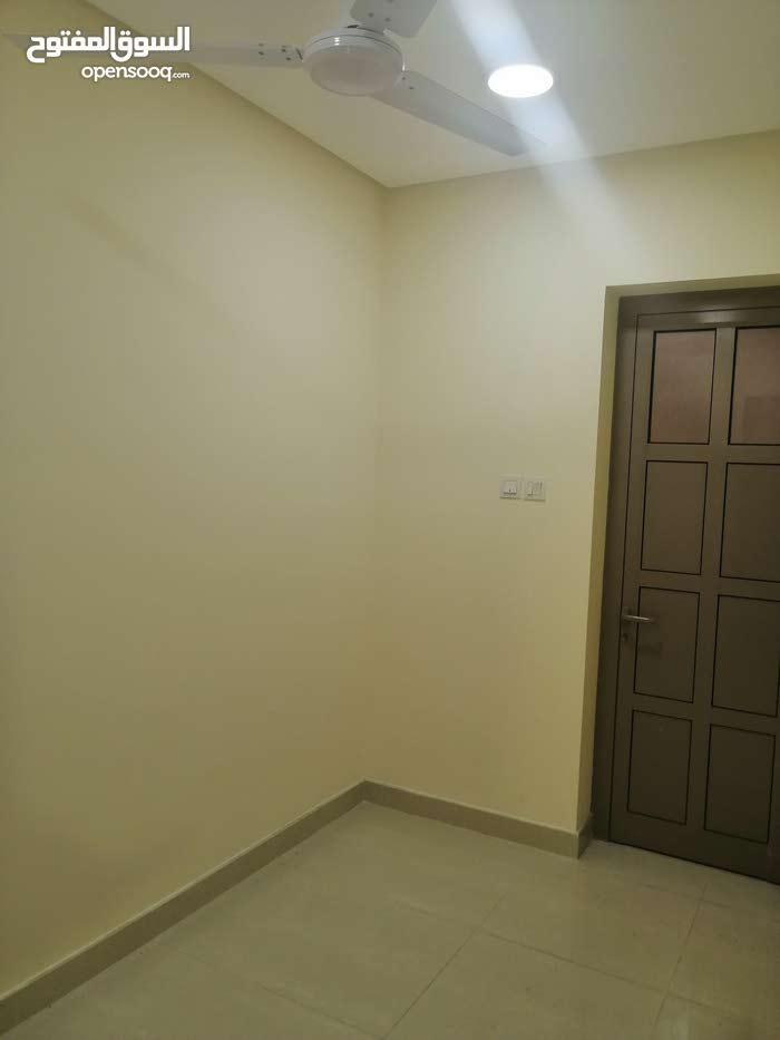 شقه للايجار في سند شامل الكهرباء flat for rent in Sanad