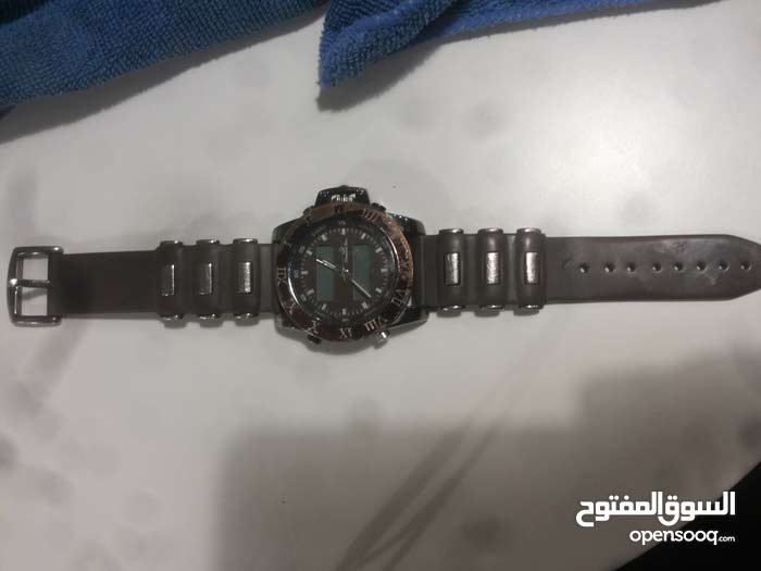 ساعة Diamond Dior / بحالة جيدة السعر عند  اﻻتصال