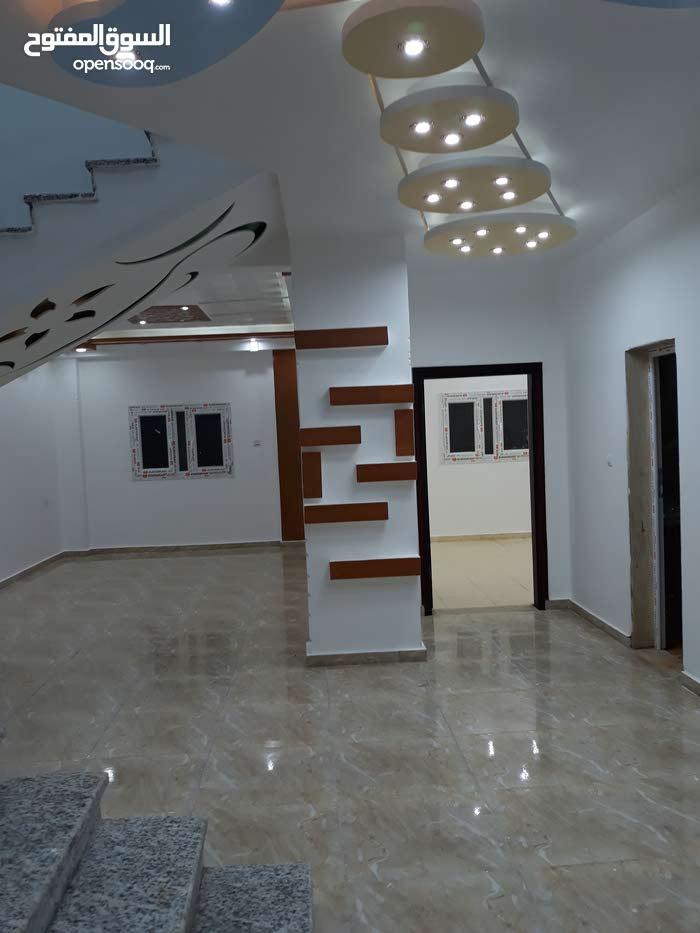شقة نظام دورين في  البيضاء  شارع النسيم بجوار وزارة المالي