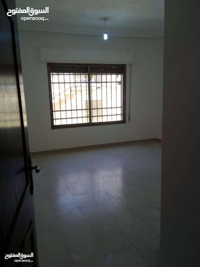 شقة فارغة للايجار250م الكرسى ديلوكس