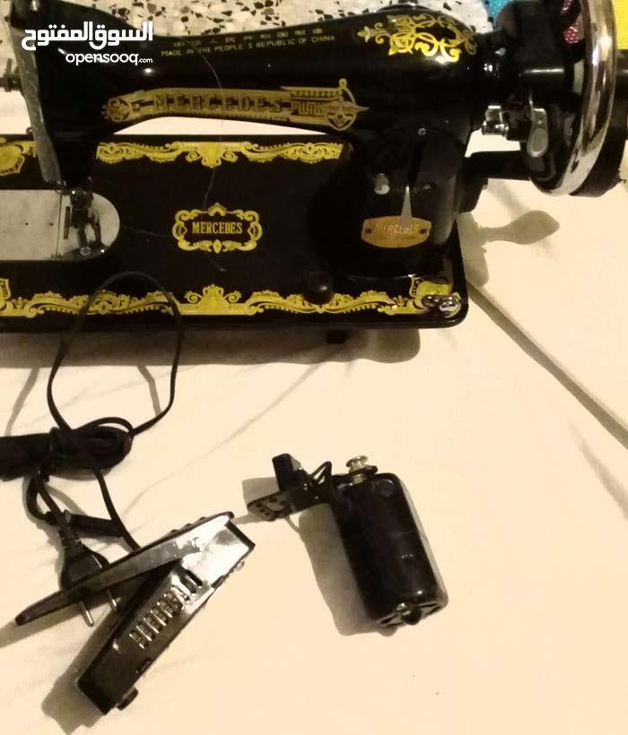ماكينة خياطة نوع مرسيدس الدق الاول شارينها  من 1990  نضيفة مستعملة اسعمال بسيط