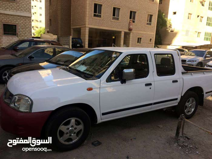 White Nissan Other 2004 for sale