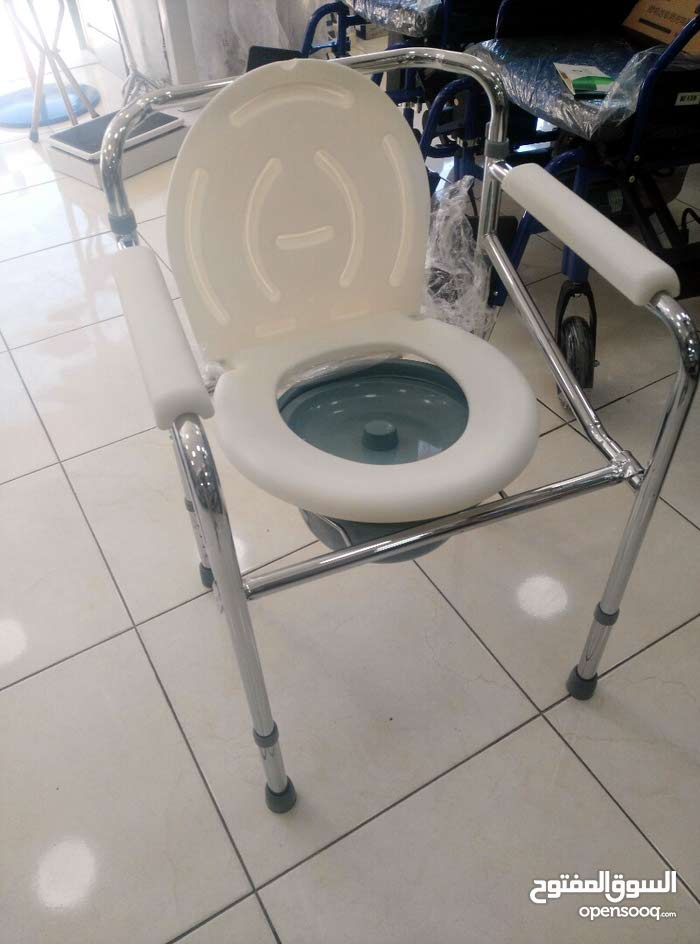 مقعدة او كرسي حمام تواليت متنقل قابل للطوي نخب