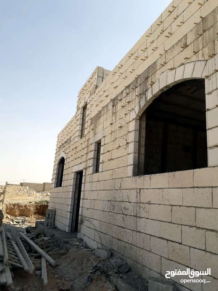0 - 11 months Villas Homes for sale in Amman consists of: 3 Rooms and 3 Bathrooms