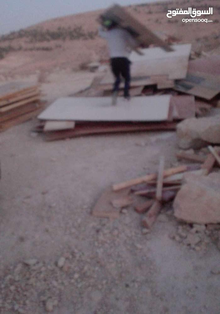 يوجد جميع انواع الخشب المستعمل بس شبه جديد