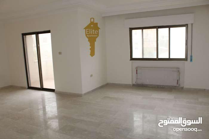 شقه طابق أول للبيع في الاردن - عمان - الجندويل مساحة 200 م