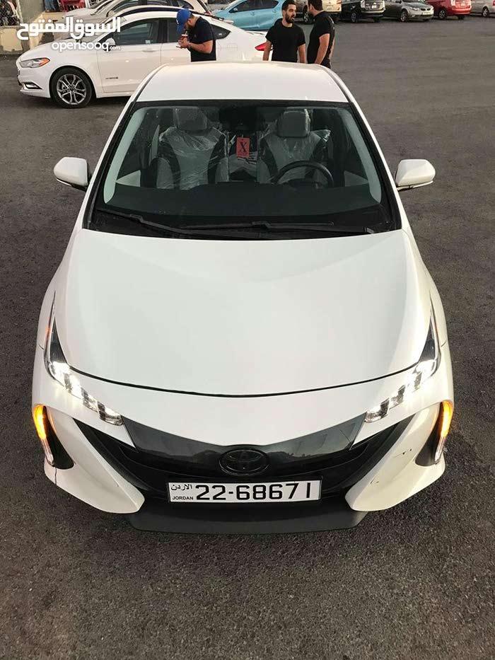 White Toyota Prius 2017 for sale