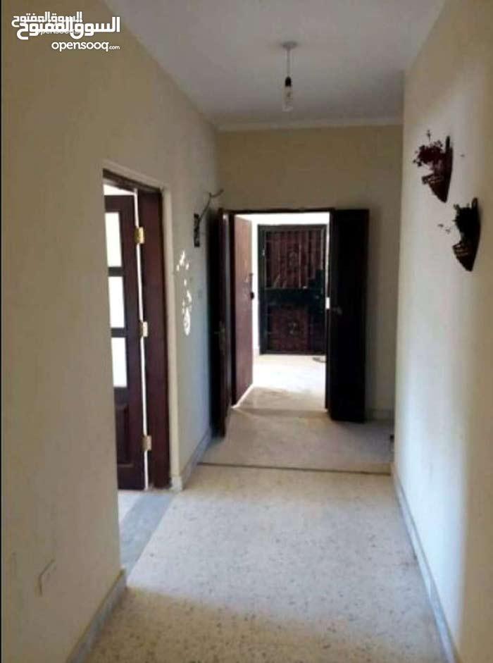 شقة في عمارات القوارشة اول مربع مقابل الشيل خالية من الاضرار