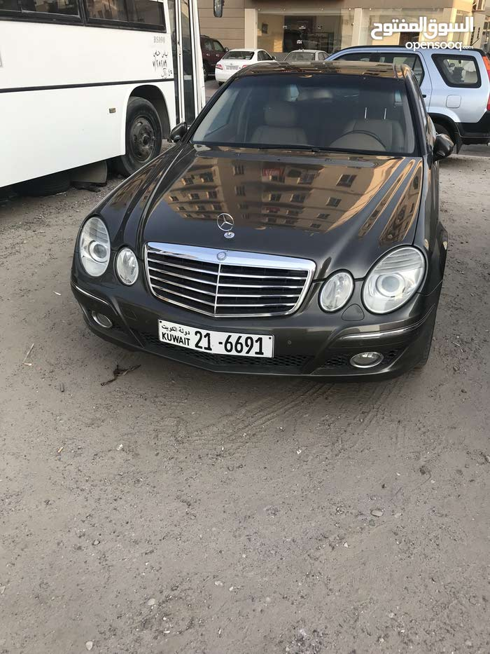 Mercedes Benz E 230 car for sale 2009 in Hawally city