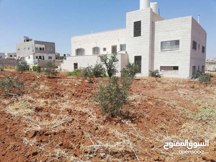 This aqar property consists of  Rooms and  Bathrooms in Irbid Howara