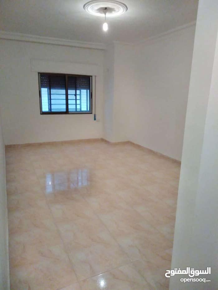 شقة طابق اول فاخرة للبيع 130م ضاحية الاستقلال