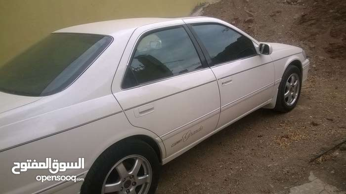 White Toyota Camry 2000 for sale