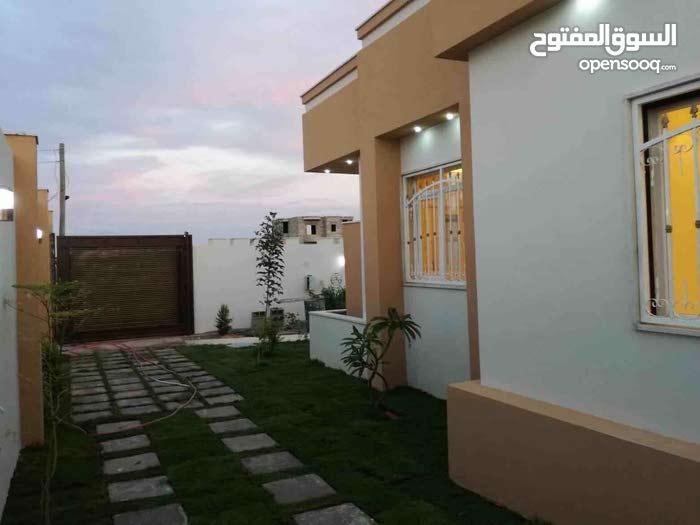 منزل للبيع بعين زارة بالقرب من سوق تبارك وخلف جامع حمزة يقبل جزء من المبلغ بشيك