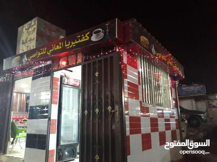 كفتيريا ومطعم بوسط الحراج بافضل موقع ويوجد مواقف سيارات معها دخل تاني بتقدر تئجر