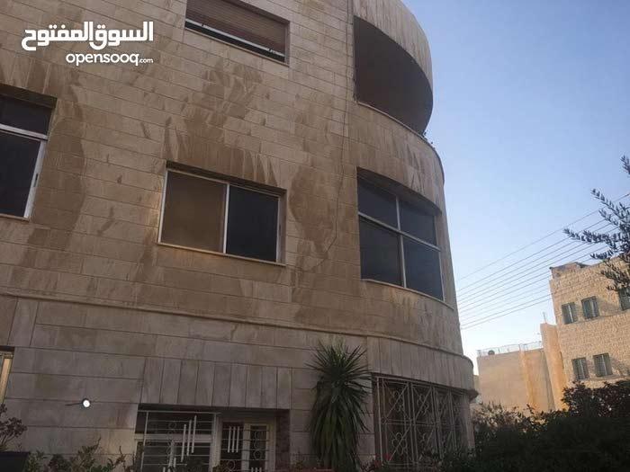 عمارة للببع بضاحية الحج حسن على ارض مسطح 366 متر مؤلفة من 3 طوابق